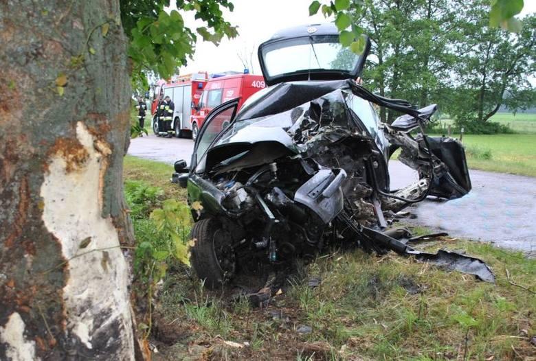 Wypadek na trasie Sztabin - Jaminy. 32-letni kierowca zginął na miejscu (zdjęcia)