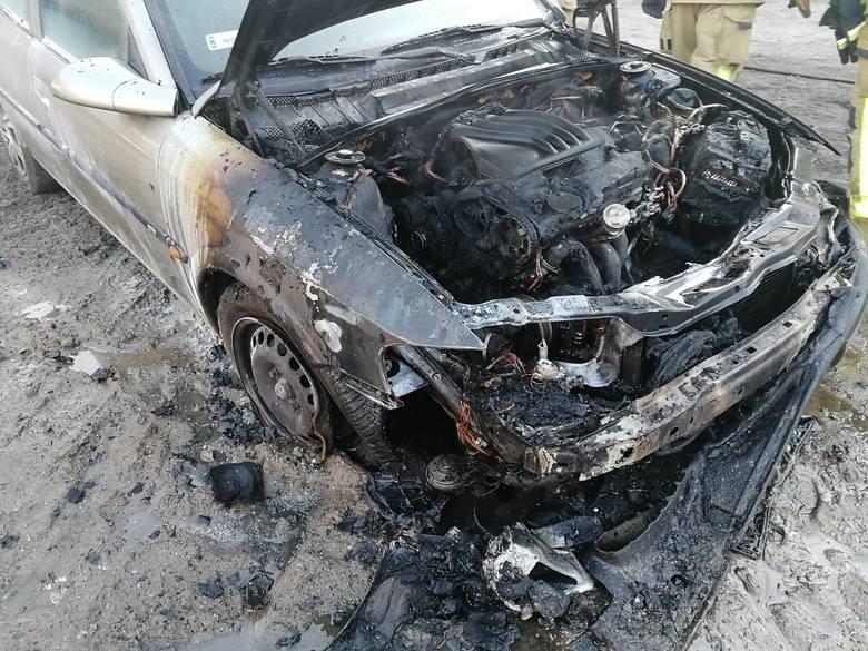 W sobotę przy ulicy Drawskiej w Złocieńcu doszło do pożaru samochodu osobowego. Pojazd uległ całkowitemu spaleniu, na szczęście w środku nikt nie przebywał.MDP