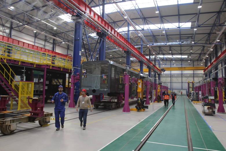 Nowa hala montażowa w zakładach Alstom Konstal w Chorzowie, w której powstają wagony dla kolei holenderskich.