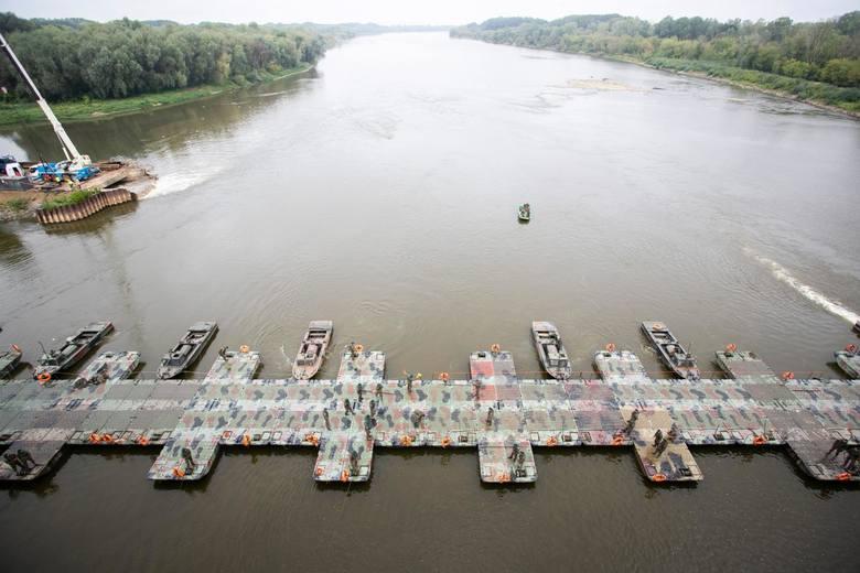 Awaryjny most pontonowy na Wiśle