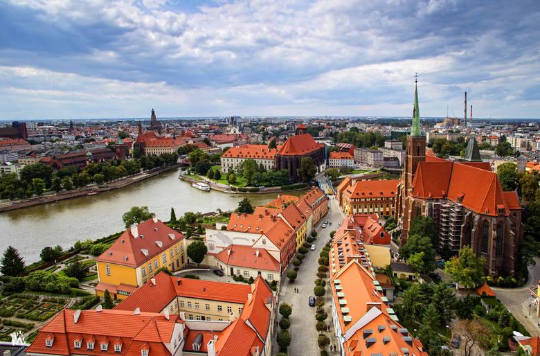 Ostrów Tumski, czyli miejsce, w którym znajdował się pierwszy piastowski gród na terenach dzisiejszego Wrocławia, był dawniej wyspą. W miejscu tym znajdowały