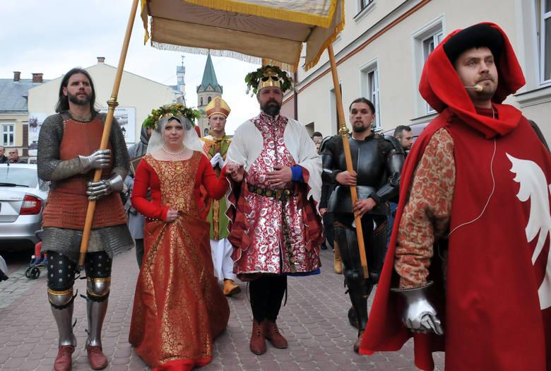 W królewskim orszaku - Piotr Kotowicz i Marcin Glinianowicz, sanoccy archeolodzy. To oni kilka lat temu, podczas prac wykopaliskowych na starówce, odkrywali