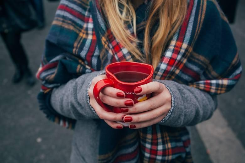 Paznokcie na jesień będą też zawsze dobrze wyglądać w czerwieni.