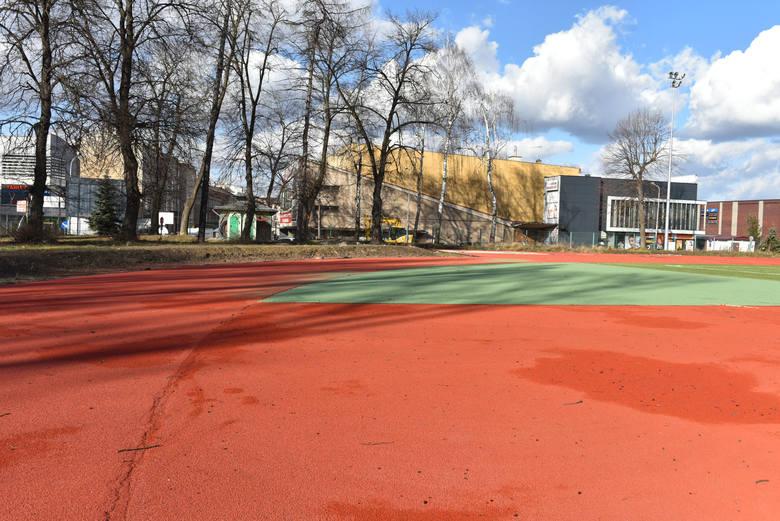 Zobaczcie aktualne zdjęcia z postępu prac na stadionie miejskim przy ul. Piekarskiej!ZOBACZ TEŻ: Rozpoczęcie budowy stadionu miejskiego w Jarosławiu