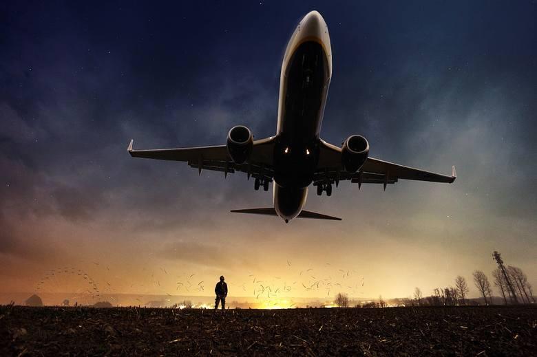 Szczyt cierpienia posła, czyli Waszczykowski leci samolotem [FELIETON ARKADIUSZA KRYSTKA]