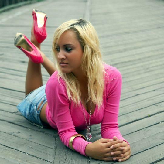 Paulina GwóLdz ma 18 lat i mieszka w Zielonej Górze. Jak sama pisze: - Moją ambicją jest zostac fryzjerką. Interesuje sie kosmetyką i modelingiem.Aby