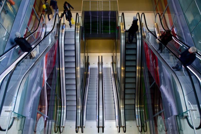 Do listy marek, które z powodu pandemii rezygnują z prowadzenia sklepów w galeriach i centrach handlowych dołączyły kolejne.Przeczytajcie na kolejnych