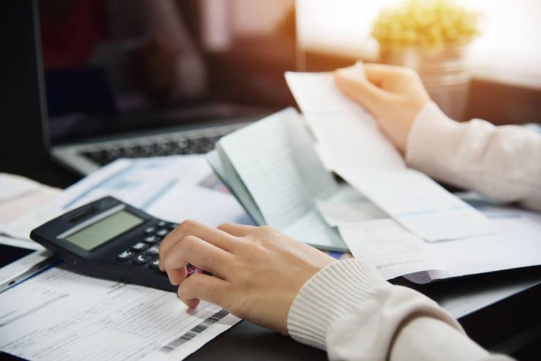 Szybki rozwój technologiczny bardzo wpłynie na sektor bankowy. Bloomberg podaje, że w ciągu kilku lat zatrudnienie w bankach może spaść nawet o 30%.