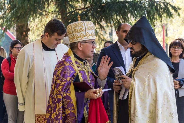 """Kielecki """"plastyk"""" podsumował Rok Kultury Ormiańskiej. Odsłonięto chaczkar [WIDEO, ZDJĘCIA]"""