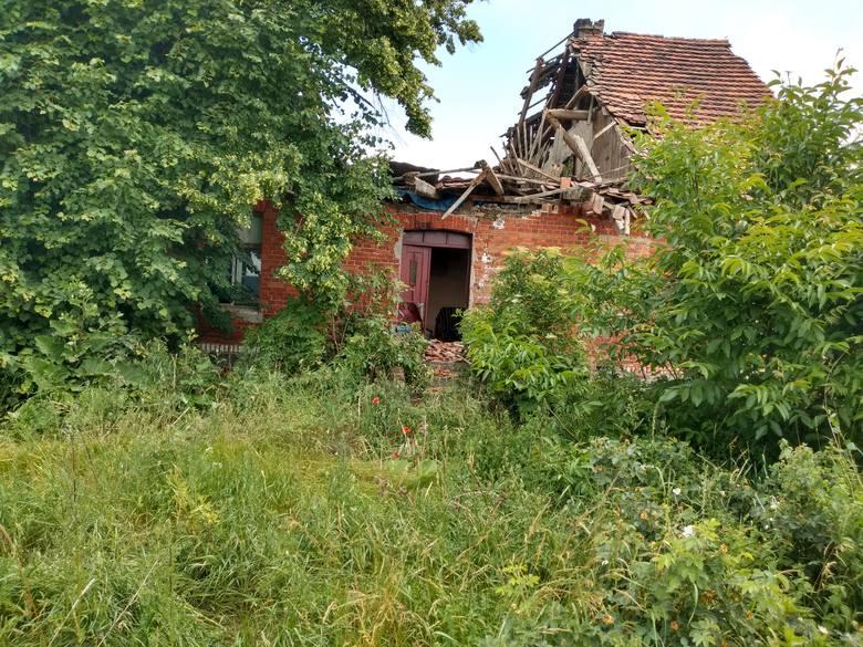 W Wudzynie (gm. Dobrcz) pod Bydgoszczą zawalił się dom jednorodzinny. Strażacy spod gruzów wyciągnęli dwie osoby. Na miejscu pracuje osiem zastępów straży
