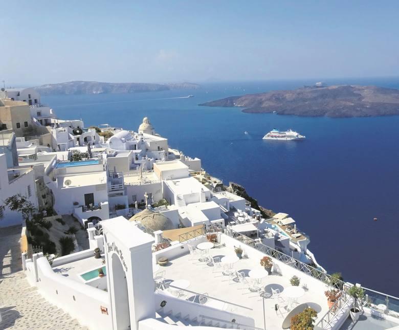 Tam gdzie białe domki przeglądają się   w niebieskim morzu