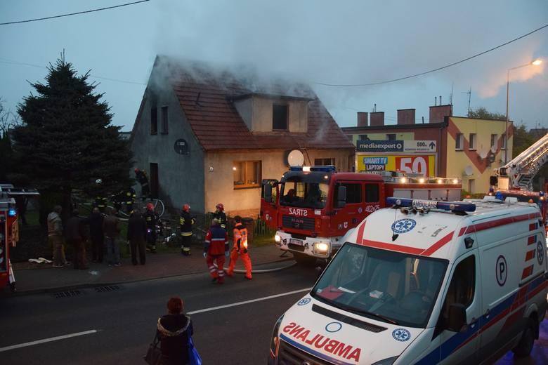 Dwóch mężczyzn zginęło w pożarze domu przy ul. Kaszubskiej w Miastku. Do tej tragedii doszło dzisiaj (wtorek) około godziny 7.