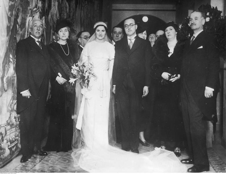 1934W latach 30. welon przestaje zasłaniać twarz, ukazując oblicze panny młodej.