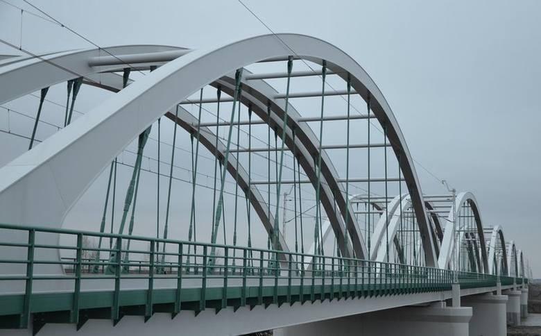 Rail Baltica bez wąskiego gardła, dwa mosty i dwa tory nad Bugiem na trasie Warszawa - Białystok