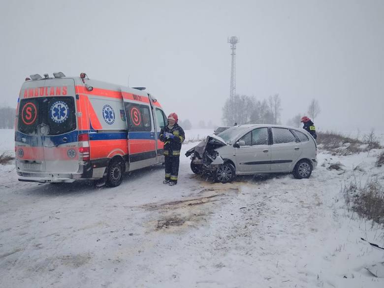 Około godziny 12.07 strażacy z OSP Janów zostali wezwani do wypadku samochodowego na drodze Janów - Trofimówka.