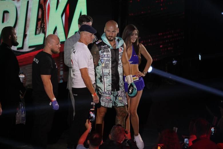 Artur Szpilka i Fabio Tuiach podczas walki w Sosnowcu w 2019 roku