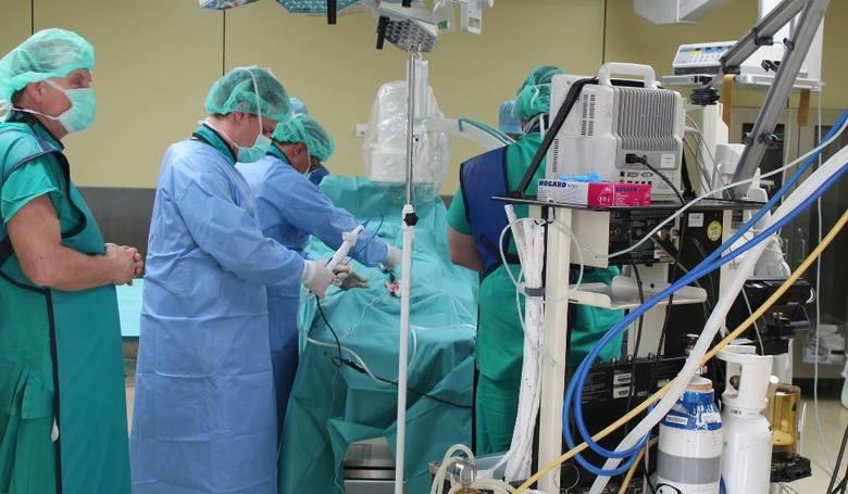 Pod znakiem zapytania stoi również realizacja projektu modernizacji oddziałów szpitalnych oraz zakup aparatury medycznej, na którą szpital otrzymał dofinansowanie
