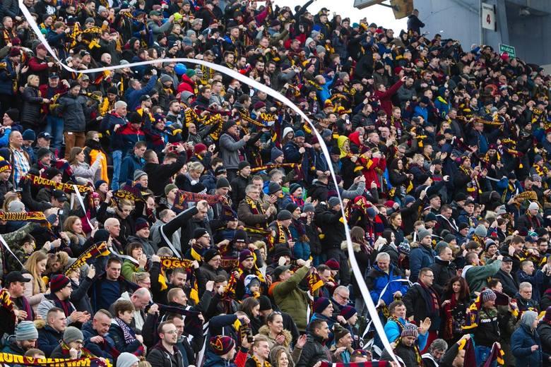 Ponad 15 tysięcy fanów było na spotkaniu Pogoni Szczecin z Zagłębiem Lubin. Atmosfera była bardzo dobra, ale do tego poziomu nie dostroili się piłkarze.