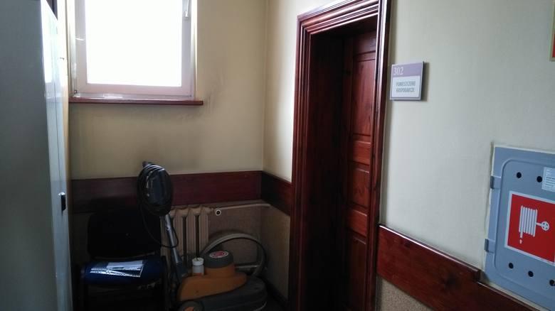 """Wejście do pomieszczenia, które miało służyć za """"Niebieski Pokój""""."""
