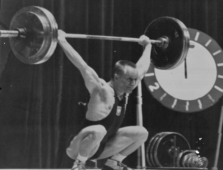 Waldemar Baszanowski – złoty medalista olimpijski w podnoszeniu ciężarów w wadze lekkiej (Tokio 1964 r. i Meksyk 1968 r.). Na zdjęciu podczas zawodów