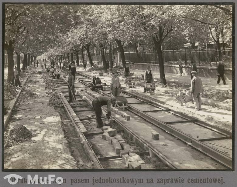 Kraków. Tak powstawały linie tramwajowe w centrum miasta [ARCHIWALNE ZDJĘCIA]