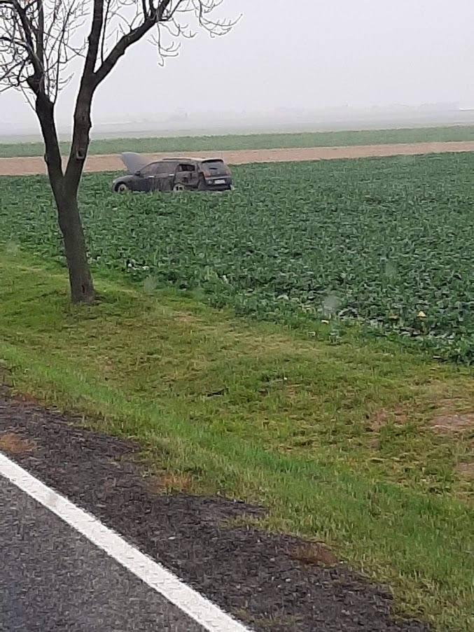 Do zdarzenia doszło w środę około godz. 15.50. Ze wstępnych informacji policji wynika, że na drodze krajowej nr 94 w okolicy Łosiowa kierowca wyprzedzał