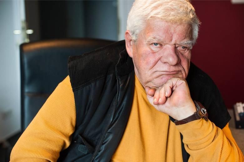 Tomasz Knapik (ur. 1943, zm. 2021) - po zmianie ustrojowej w Polsce został lektorem Polskiej Kroniki Filmowej do końca jej istnienia. W 1995 został zatrudniony