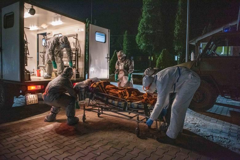 Główny wysiłek żołnierzy 9ŁBOT jest skierowany na wsparcie służby zdrowia i służb sanitarnych. Codziennie żołnierze wykonują wymazy na 17 punktach w województwie łódzkim. Aktualizacja liczby łóżek covidowych w szpitalach to kolejne zadanie.