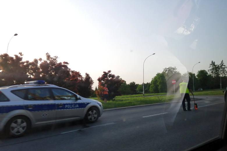 Zdjęcia z wypadku na ul. Armii Krajowej w Rzeszowie dostaliśmy przed godz. 20 od naszego Internauty. - Na miejscu pracują policjanci, ruch odbywa się
