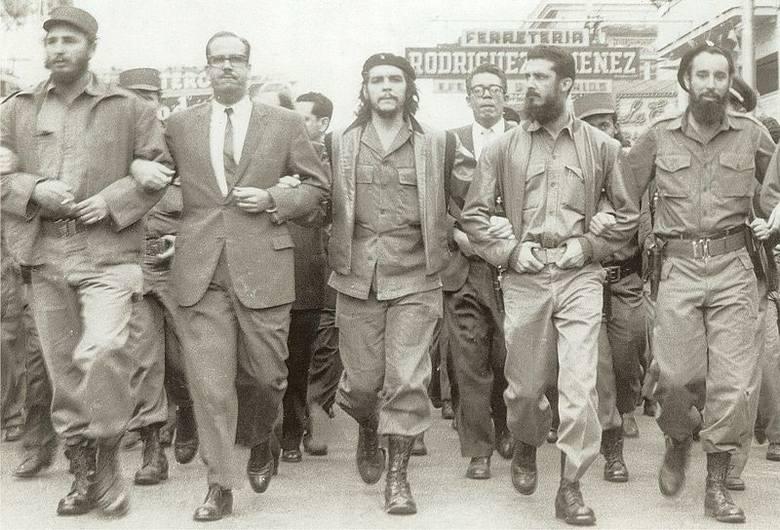 Fidel Castro w tłumie zwolenników 1 maja 2005 roku