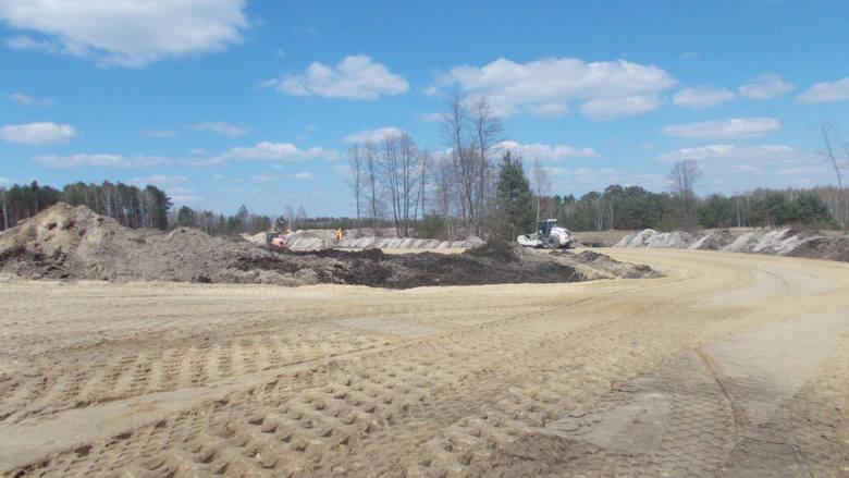 Wykonawca (konsorcjum firm Strabag Sp. z o.o. i Strabag Infrastruktura Południe Sp. z o.o.), prowadzi prace przygotowawcze jak wycinka drzew i karczowanie