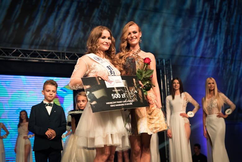Piękne i utalentowane. Miss Talent 2017 Wiktoria Dudek i Miss Talent 2016 Pamela Kłoczko. W tym roku Pamela fundowała nagrodę Kamili.