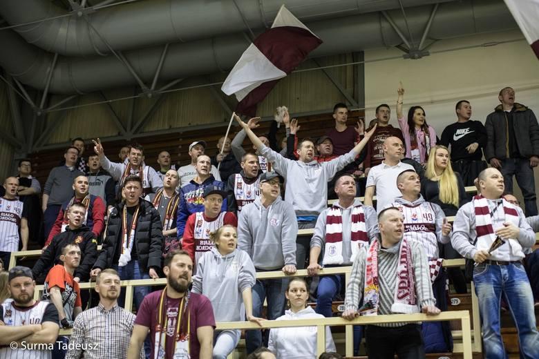 Spójnia Stargard w sobotę wygrała u siebie z Kotwicą Kołobrzeg 92:76. Zapraszamy do galerii zdjęć z meczu, na których są i zawodnicy i kibice.Czytaj