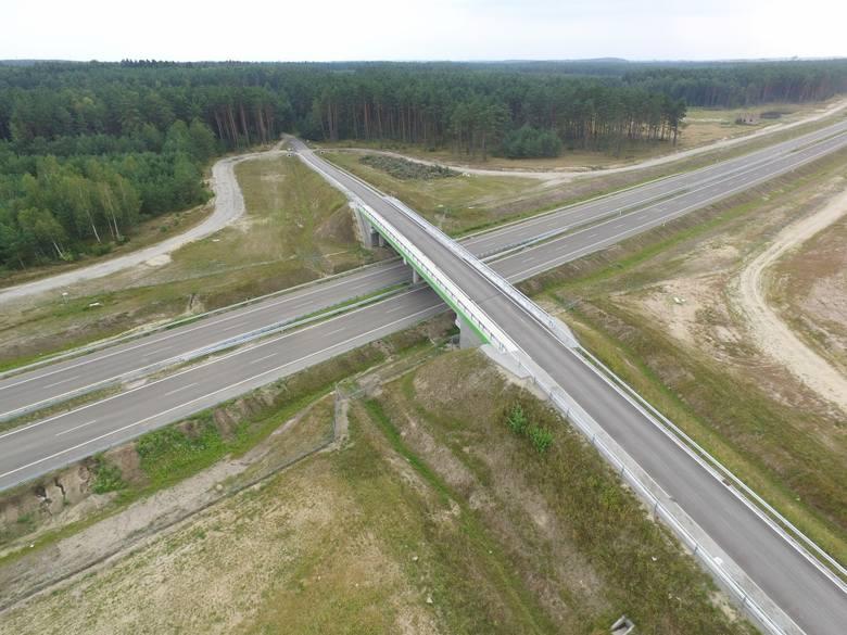 Jak przebiegają prace przy budowie drogi S6 na odcinku Kiełpino-Kołobrzeg Zachód? Zobaczcie zdjęcia z lotu ptaka!Więcej o budowie drogi ekspresowej S6