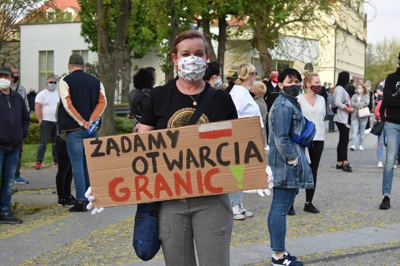 Protest na granicy w Gubinie. Pracownicy transgraniczni i ich rodziny chcą zniesienia kwarantanny.