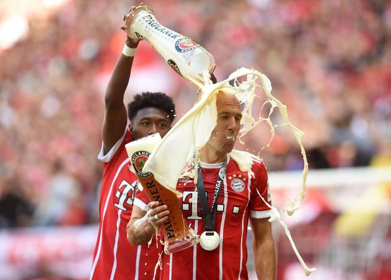 Nie żałowali piwa. Zobacz jak Bayern świętował tytuł [ZDJĘCIA]