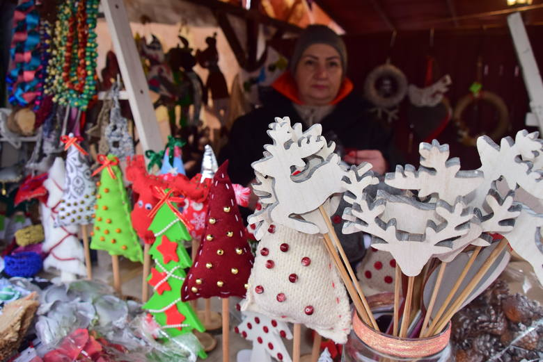 Rękodzieło, alkohole, ciasta, chleby, wędliny - to wszystko znajdziemy na Jarmarku Bożonarodzeniowym przed Ratuszem. A przede wszystkim poczujemy prawdziwy