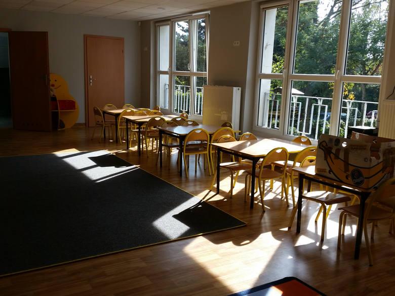 Przedszkola i żłobki pozostaną zamknięte. Opieka wyłącznie dla dzieci rodziców wykonujących zawód medyczny i służb wykonujących zadania porządkowe.