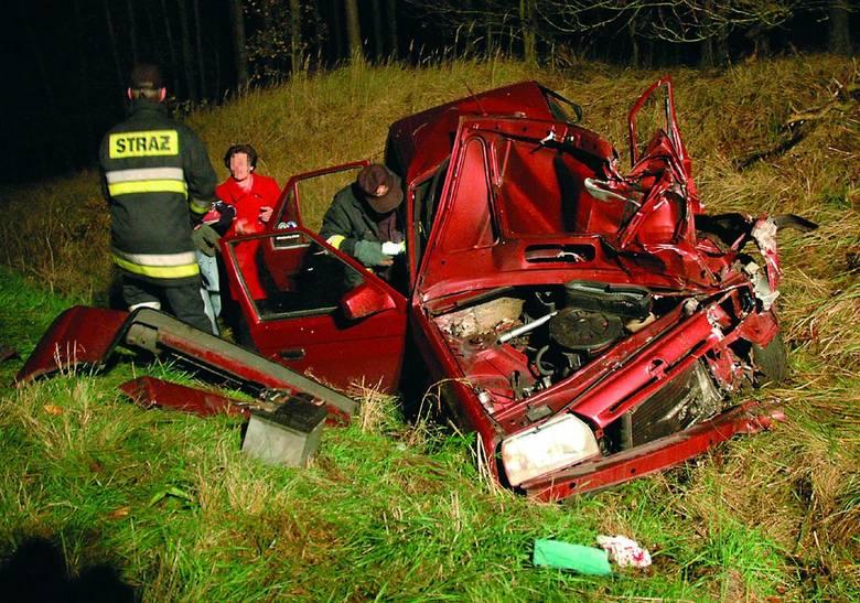 Kierowca tej skody na szczęście przeżył i trafił do szpitala.