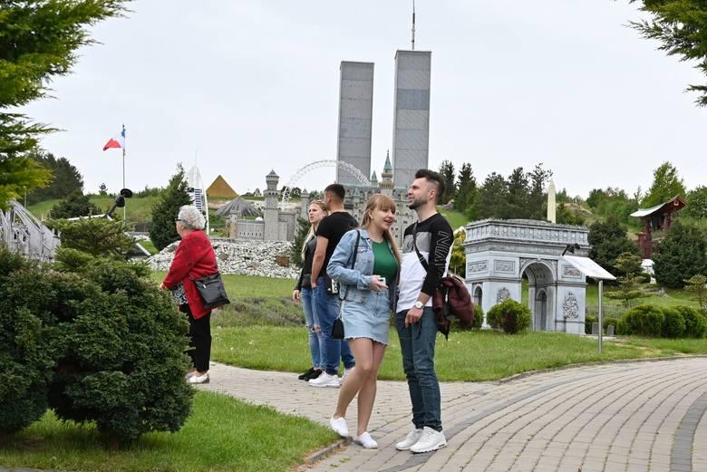 Park Miniatur w Krajnie jak zwykle przyciągnął wielu zwiedzających. W sobotę, 23 maja, turyści odpoczywali jednocześnie oglądając piękne dzieła architektury.