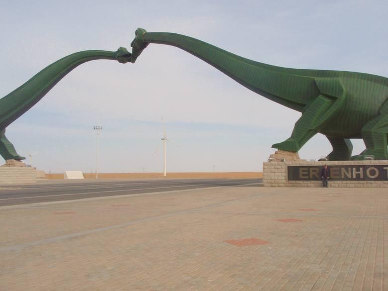 CHINY / MONGOLIACzwarta co do długości granica międzypaństwowa na świecie. Ciągnie się na długości 4677 km. Na jednym z charakterystycznych odcinków