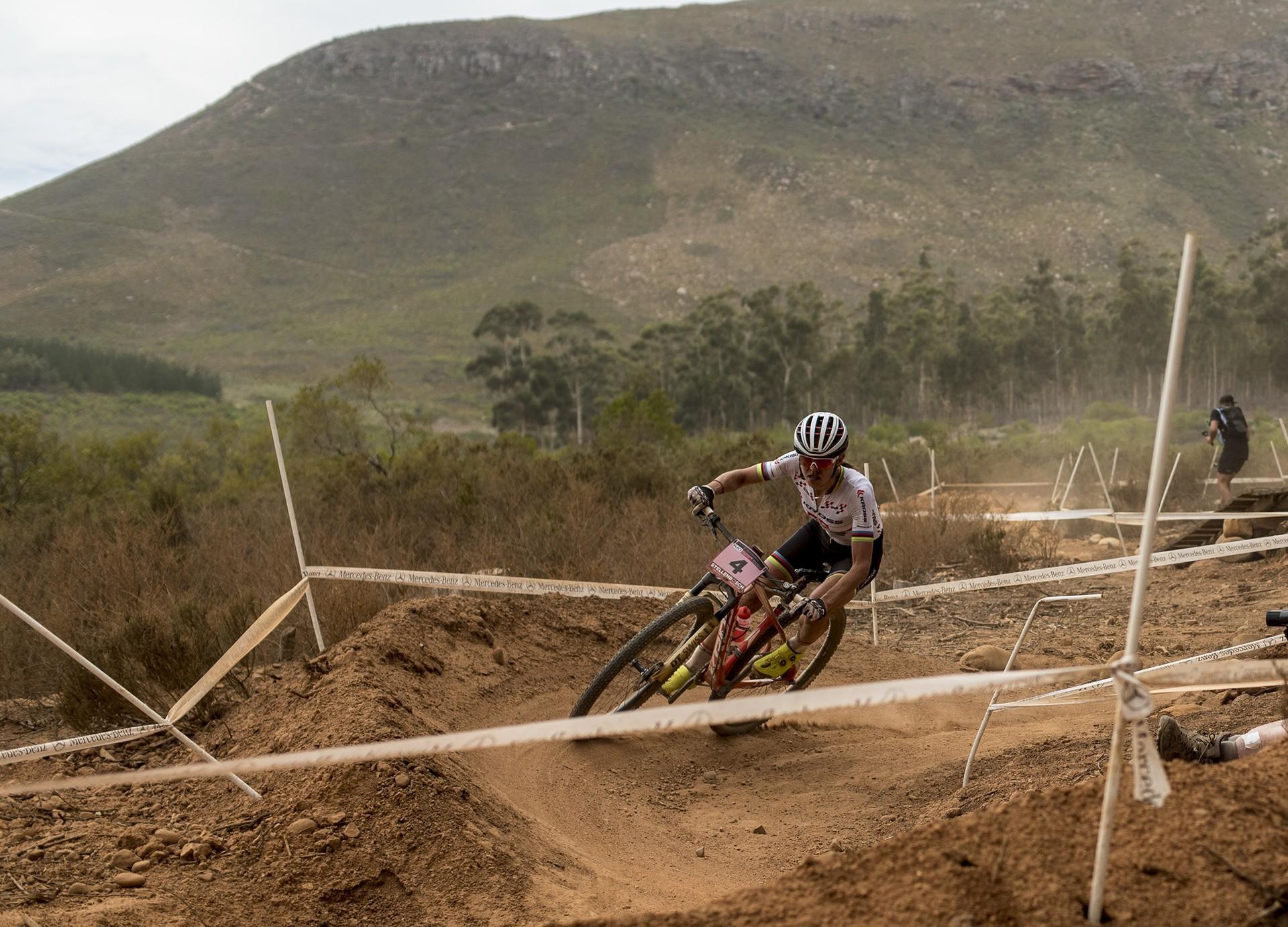 finest selection 89e15 285da Maja Włoszczowska na podium Pucharu Świata w Stellenbosch. Sukces Kross  Racing Teamu (2.4312)