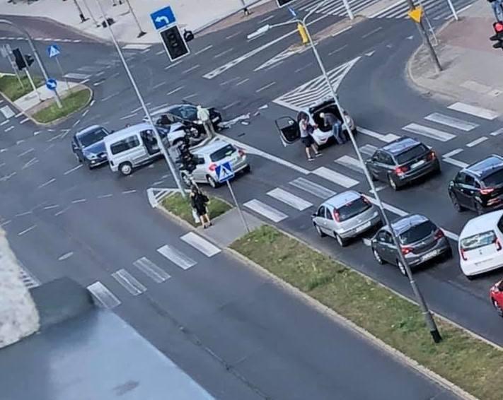 Wypadek na Santockiej. Zderzyły się dwa samochody