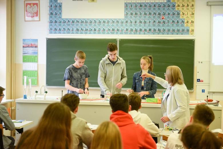 Stypendia dostają najzdolniejsi uczniowie podstawówek i szkół średnich