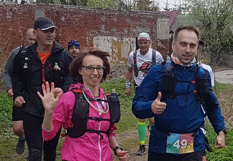 """W sobotę w Daleszycach odbywa się ważna impreza biegowa - jest to Ultra Maraton """"4 Pory Roku"""". Jego organizatorami są Świętokrzyskie"""