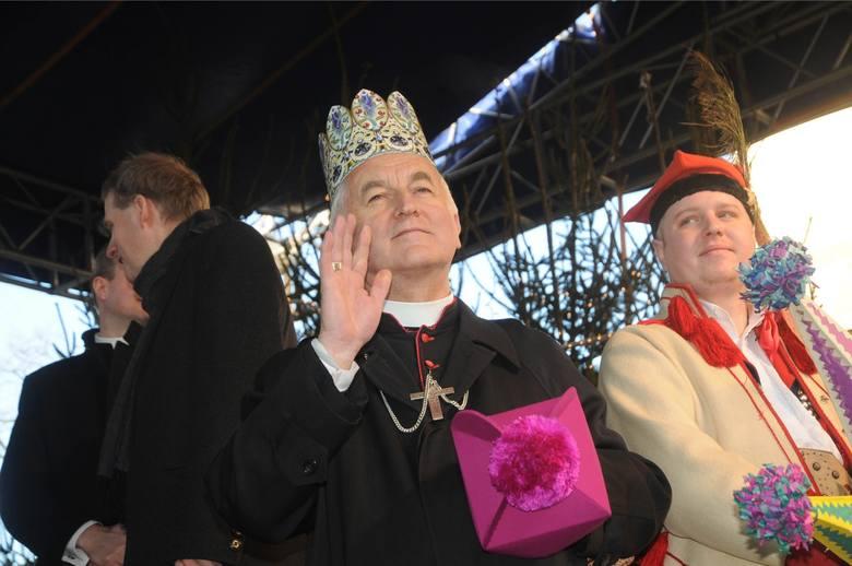 Krakowski biskup bohaterem skandalu. Sprawę bada Watykan