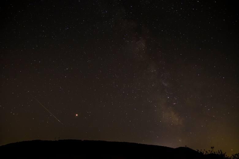 Na wspólne obserwowanie spadających gwiazd można wybrać się w środę o godz. 22 na Łódzkie Błonia, w pobliżu pasa startowego modeli latających. Z reguły