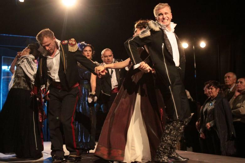 """RECENZJA: """"Bal w Operze"""" w Teatrze Nowym w Łodzi [ZDJĘCIA]"""