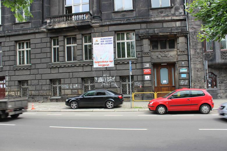 Budynek MDK nr 1 w Bytomiu przejdzie niebawem metamorfozę. Zobacz kolejne zdjęcia. Przesuwaj zdjęcia w prawo - naciśnij strzałkę lub przycisk NASTĘPNE