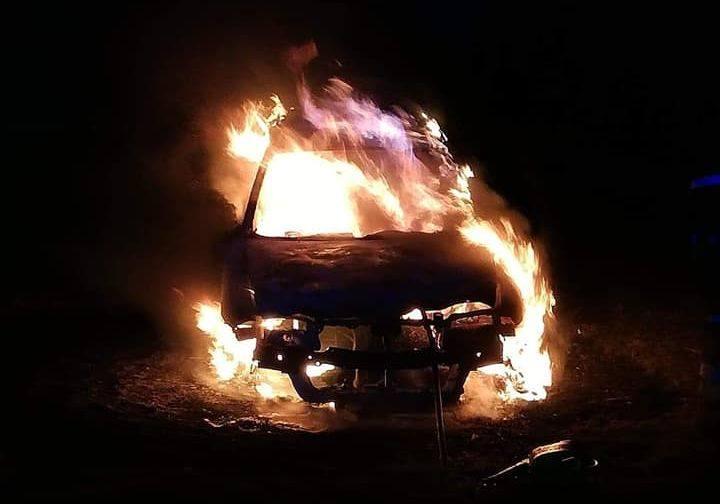 W sobotę doszło do pożaru samochodu osobowego w miejscowości Paprotki (powiat giżycki).